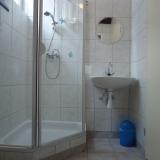 badkamer in huisje de Merel nu met regendouche