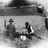 in 1948 nabij Frensjerhofke , werk op het land maakt hongerig
